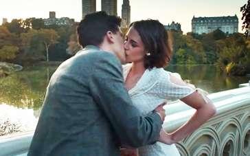 《咖啡公社》曝光预告 艾森伯格暮光女桥边热吻