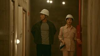 蒋南孙带王永正来自己工作的工地