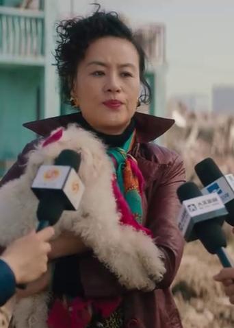"""《海上浮城》""""人生冷暖"""" 版预告 邬君梅化身粉红中年少女"""
