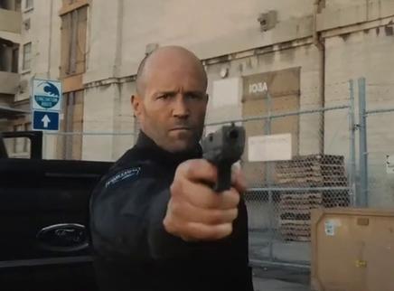 《人之怒》复仇版预告 杰森·斯坦森所扮演的父亲气场全开