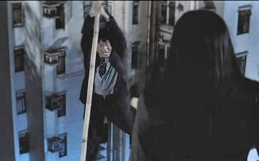 《尖峰时刻2》片段 章子怡耍狠居民楼顶战成龙
