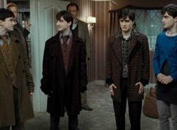 """""""死亡圣器""""片段 复方汤剂显灵N个哈利同现身"""