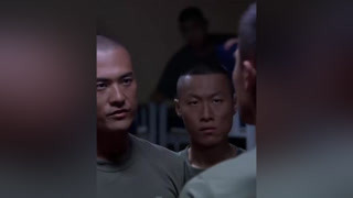 新兵比赛偷旗子,不料被教官抓个正着 #火蓝刀锋  #杨志刚