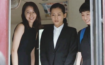 《海街日记》精彩片段 三姐妹邀小妹前来一起同住