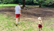 朱丹分享一家三口有爱日常 和周一围带女儿逛公园