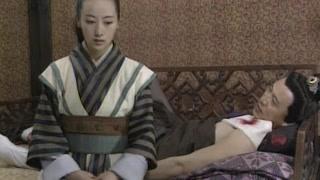 男子受伤,女子细心呵护竟呵护床上去了!