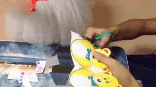 亲子游戏 萌宝手工制作《熊出没》时钟创意剪纸 玩具总动员世界大赛 光头强PK植物大战(1)_01