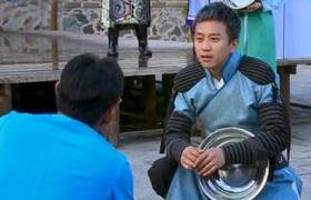 邓超秀蹩脚英文 现场热舞献媚韩国导演