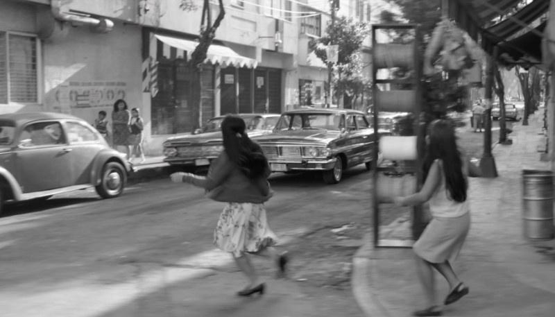 电影《罗马》曝片段 精准镜头回溯70年代历史浪潮