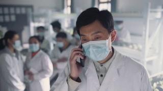 杨竞接到妻子的电话