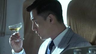明台在飞机上救了大佬一命!胡歌的侧颜也太帅了吧!