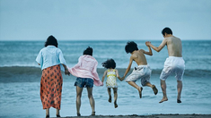 小偷家族 海边嬉戏片段