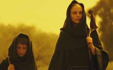 《爱与黑暗的故事》首曝片段 波特曼携子穿行沙漠