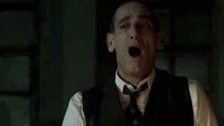 《哥谭镇》乔纳森回到精神病院 第一件事就是报复院长