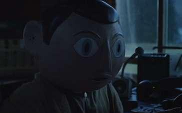《弗兰克》精彩片段 大头弗兰克调侃诡异新面具