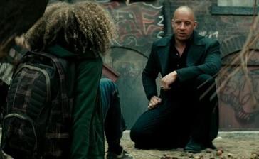 《最后的巫师猎人》删减片段 迪塞尔遭遇鬼娃回魂
