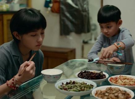 《我的姐姐》未曝光片段 姐弟吃饭日常可爱治愈