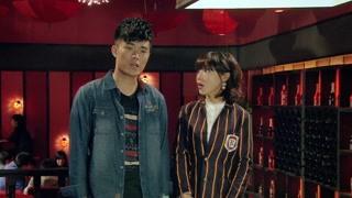 《爱情公寓4》曾小贤发现悠悠与粉丝合影 笑得太奸诈了吧