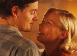 《在路上》发布片段 影后邓斯特陶醉依偎起舞
