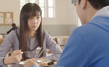《超人》中文预告片 体操运动员吸引女孩注意
