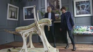 放浪形骸的伯蒂是女王的次子,这个造型奇特的椅子专为他打造