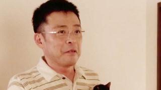 中年男子租猫咪来除孤寂
