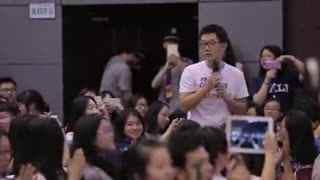 快闪视频 北外学生快闪九国语言唱《栀子花开》 何炅泪奔