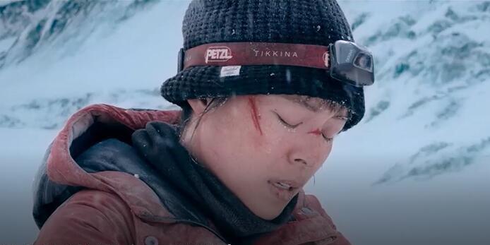 《冰峰暴》再曝正片惊险片段