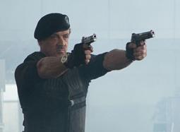 《敢死队2》中文特辑 史泰龙老当益壮双枪齐发