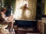 《拜见岳父大人2》片段:尴尬!达斯汀·霍夫曼当着德尼罗拉臭臭!