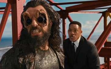《黑衣人3》片段 威尔·史密斯火箭基地大战外星人