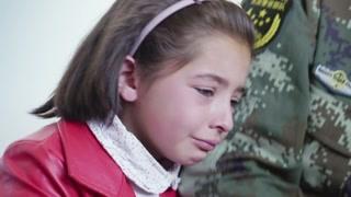 新疆的小孩子真是颜值爆表 一家人团聚一次真不容易