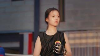 《同学两亿岁》李庚希这造型美呆了,百年不遇的美女啊