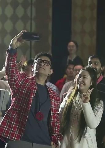 《印度暴徒》首日热映贺岁 阿米尔·汗来华十一天走八城受影迷追捧!