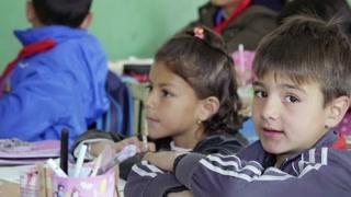 新疆小孩子长得太好看了 跳舞技能也是MAX!