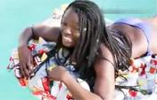 女子用200包薯片做船