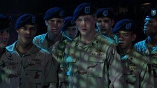 导演给士兵讲解出场时间和顺序  现在的你看到的我是懵逼的