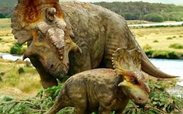 《与恐龙同行》中文预告 小恐龙茁壮成长独当一面