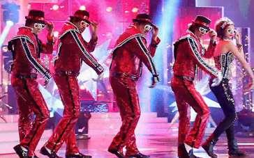 《新年行动》精彩片段 印度舞团神还原杰克逊舞蹈