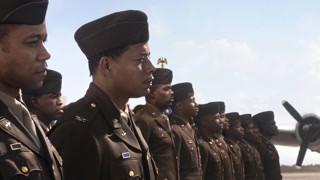 以空军的特有姿势致敬英雄们