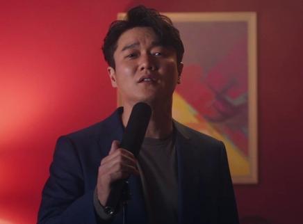 """《人潮汹涌》MV  """"筷子兄弟""""肖央王太利罕见再合体"""