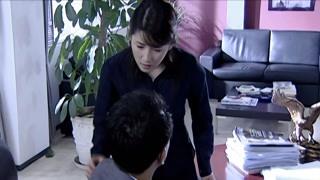 《婚后五年》安丽询问凌云受伤的原因 为什么怀疑何悠然啊
