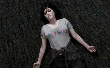 《把爱写在她的手臂上》中文预告 戴琳斯自我救赎