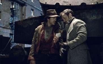 《大侦探福尔摩斯2:诡影游戏》片段