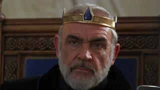 亚瑟王与未婚妻成婚 在即将完成仪式的时候 传来敌人攻占了利维斯