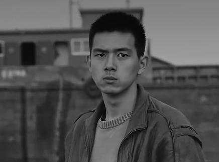 《抵达之谜》主题曲MV 《我想你了》诉尽爱的遗憾与执着