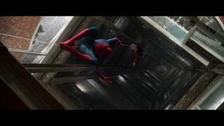 电梯竟然再次下滑 蜘蛛侠拉住利兹