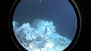 """太阳系的秘密:深海压力瞬间压碎人体 深海里的""""外星球"""""""