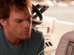 嗜血判官第七季:Dex发现路易斯死在船上