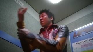 出事了 警察坐电梯遭遇奇怪现象